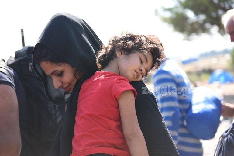 Τα χαμόγελα δεν λείπουν από τους μετανάστες, που άφησαν πίσω τους τα χειρότερα