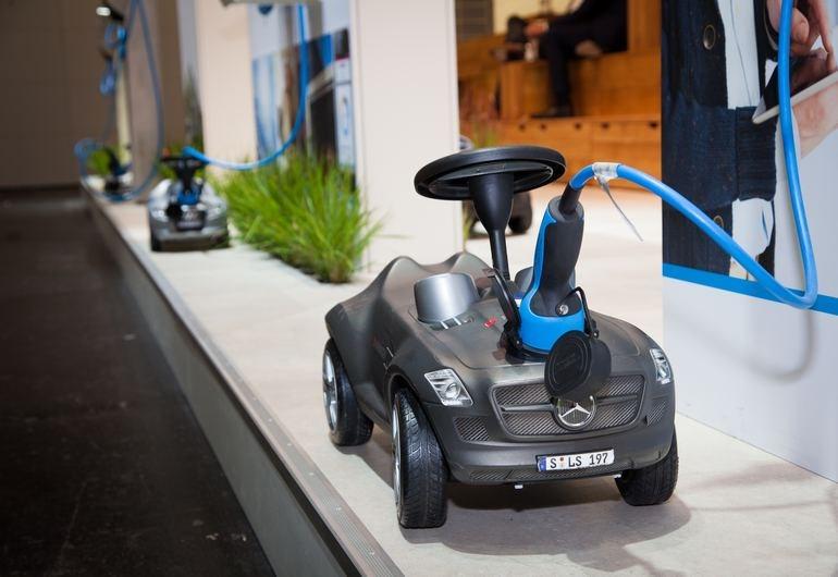 Ο ηλεκτρισμός μπαίνει σιγά, σιγά στην καθημερινότητα των αυτοκινήτων.... Ακόμα και των παιδικών!!!