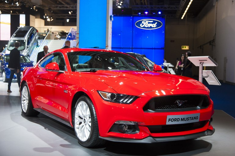 Ford Mustang. Νέα γενιά που ξεκίνησε ήδη να πωλείται και στην Ελλάδα με τιμή 44.000 ευρώ. Είναι διαθέσιμη με κινητήρες 2.3 και 5.0 λίτρων...