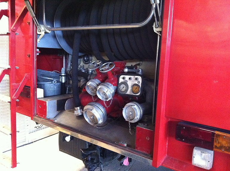 Το πίσω μέρος από το Pycar το οποίο μπορεί να χρησιμοποιηθεί για κατάσβεση πυρκαγιών...
