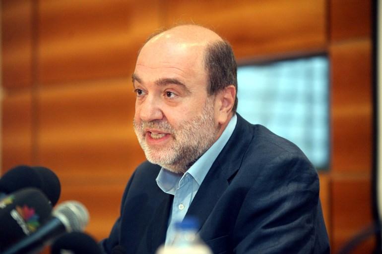 O κ. Αλεξιάδης θα πρέπει να απαντήσει και στο ερώτημα που έχουν οι ιδιοκτήτες αυτοκινήτων για το ποια είναι τα ανταποδοτικά οφέλη όταν πληρώνουν τέλη κυκλοφορίας...