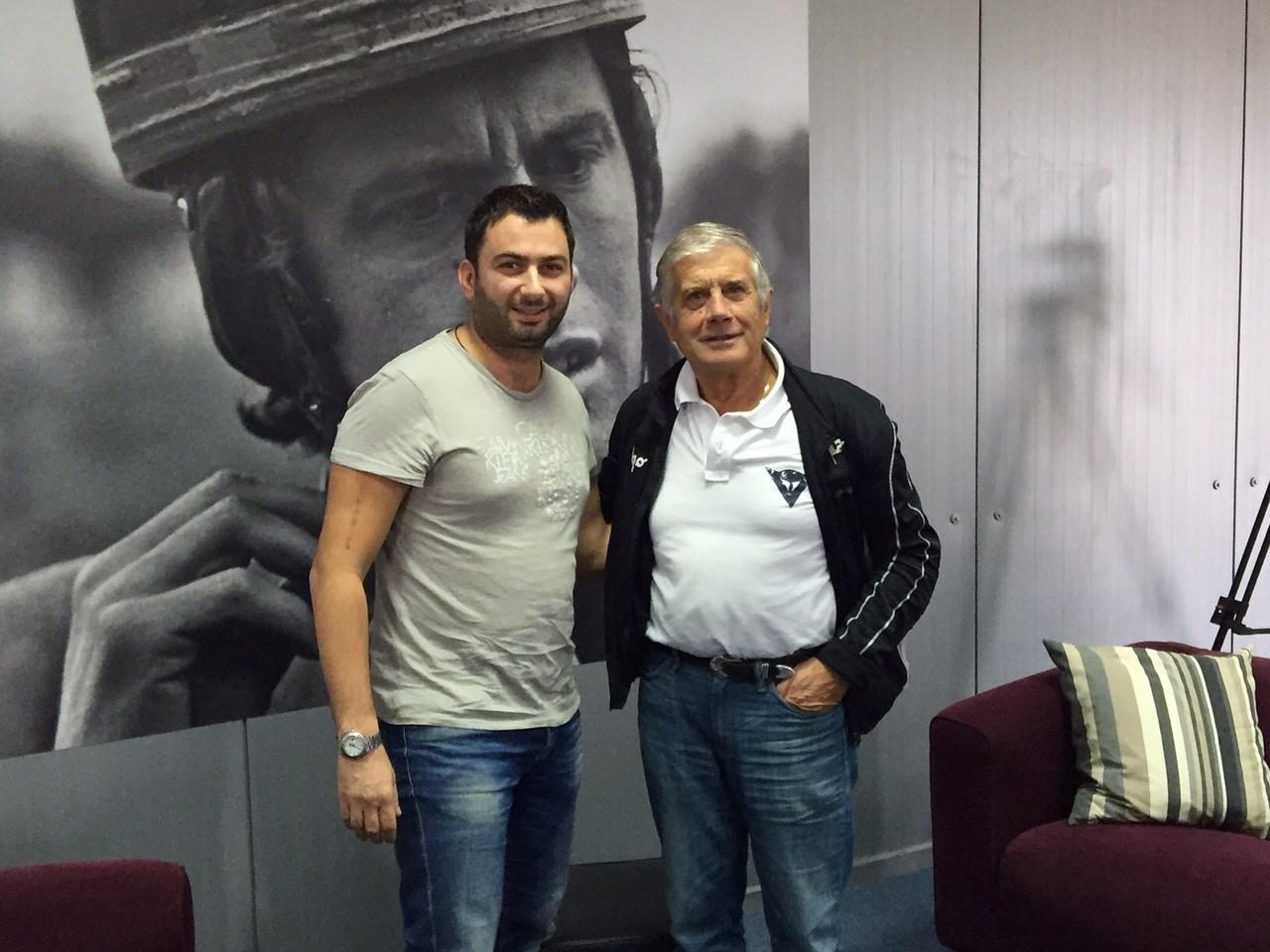 O Βασίλης Σαρημπαλίδης μαζί με τον Giacomo Agostini στο αυτοκινητoδρόμιο της πόλης των Μεγάρων...