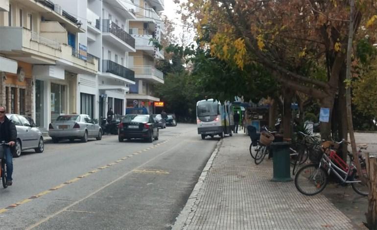 Ατύχημα είχε το αυτόνομο λεωφορείο που κυκλοφορεί στην πόλη των Τρικάλων...