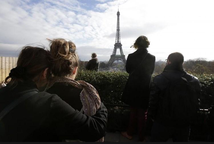 Eνός λεπτού σιγή για τα θύματα της 13ης Νοεμβρίου στο Παρίσι/Philippe Wojazer