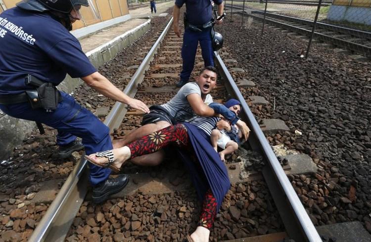 Μάχη προσφύγων-ουγγρικών δυνάμεων σε σιδηροδρομικό σταθμό στο Bicske-3 Σεπτεμβρίου/Laszlo Balogh