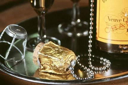Μπουκάλι σαμπάνιας με αλυσίδα, για να μη χάνετε τον φελλό
