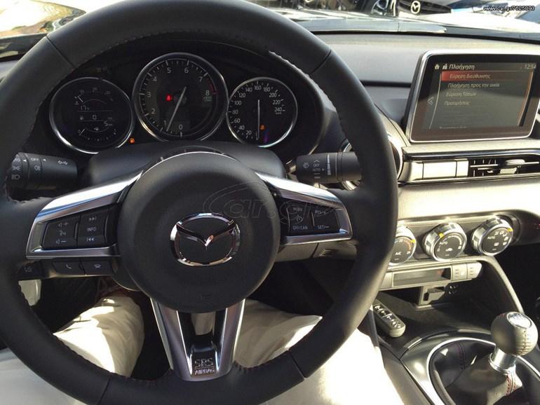 Το εσωτερικό του ιαπωνικού roadster...