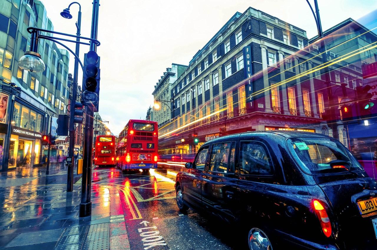 Oxford Street: Αγορές και ψώνια για όλα τα... βαλάντια