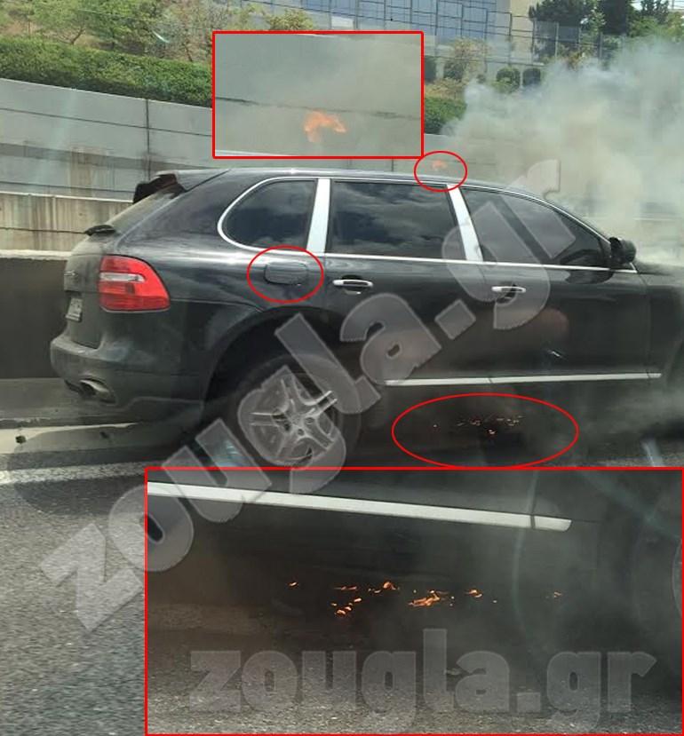 ΦΩΤΟ 1: Καπνοί πνίγουν το αυτοκίνητο και στο οδόστρωμα διακρίνονται καμένα υλικά. Πάνω από το παράθυρο του οδηγού διακρίνεται φλόγα, ενώ το καπάκι της βενζίνης δεν είναι πλήρως κλειστό