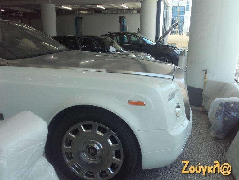 Μία Rolls Royce Phantom drophead coupe σε μαγαζί της Αθήνας!