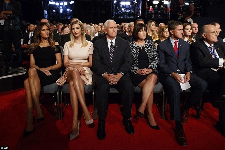 Η οικογένεια Τραμπ λίγα μέτρα πιο κάτω από τους Κλίντον