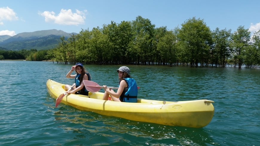 Canoe Kayak στη λίμνη