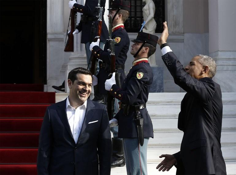 Ο Ομπάμα χαιρετά τους... γείτονες του Μεγάρου Μαξίμου