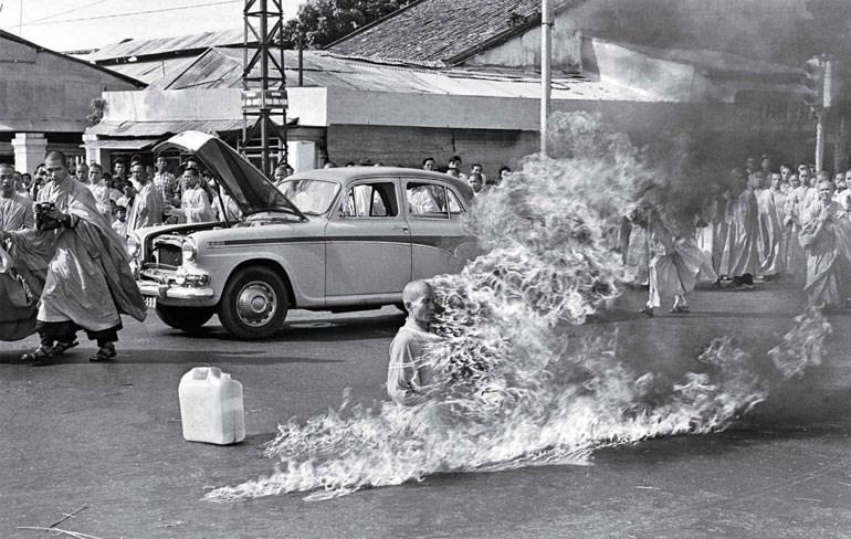 Θιβετιανός μοναχός αυτοπυρπολείται (1964)