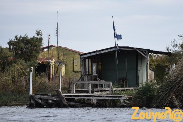 Περίπου 200 καλύβες βρίσκονται στις όχθες του ποταμού Έβρου