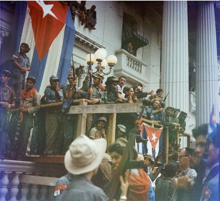 Η ιστορική ομιλία του Φιντέλ από μπαλκόνι στη Σάντα Κλάρα. Η συγκεκριμένη πόλη πέρασε υπό τον έλεγχο των ανταρτών στις 29 Δεκεμβρίου 1958. Η επιτυχία αυτή άνοιξε τον δρόμο προς την πρωτεύουσα της Κούβας, η οποία έπεσε την 1η Ιανουαρίου 1959, με τον δικτάτορα Μπατίστα να εγκαταλείπει τη χώρα και να βρίσκει καταφύγιο στη Δομινικανή Δημοκρατία