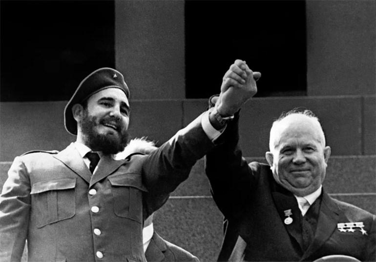 Με τον ηγέτη της Σοβιετικής Ένωσης Νικήτα Χρουστσόφ κατά τη διάρκεια επίσημης επίσκεψης στη Μόσχα το 1963