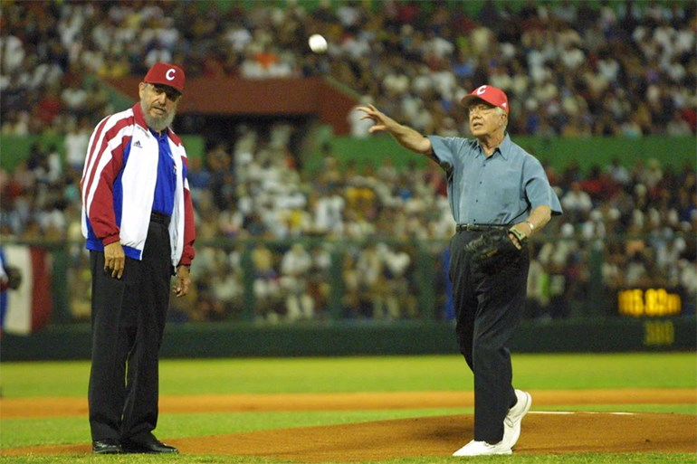 Αβάνα, 14 Μαΐου 2002: Ο «Κομαντάντε» παρακολουθεί αγώνα baseball με τον πρώην πρόεδρο των ΗΠΑ Τζίμι Κάρτερ