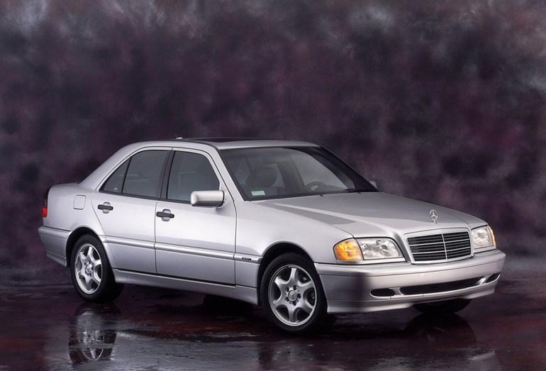 Στα 280 ευρώ κοστολογούνται τα τέλη για μία Mercedes C Class του 1999...