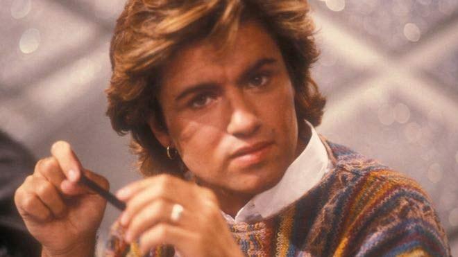 Ο Τραγουδιστής George Michael έφυγε από τη ζωή σε ηλικία 53 ετών. Απέκτησε τεράστια φήμη με το συγκρότημα Wham το 1980. Έγινε ένα από τα πιο επιτυχημένα και αγαπημένα ποπ σταρ είδωλα της εποχής του.