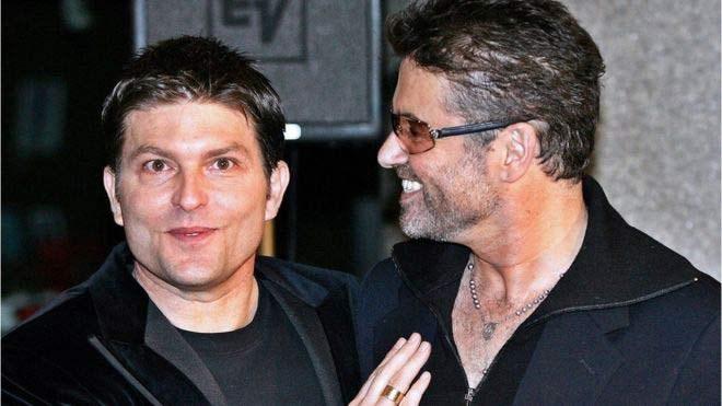 Ο Michael έπαθε κατάθλιψη όταν ο σύντροφος του Anselmo Feleppa πέθανε από εγκεφαλική αιμορραγία το 1993. Τρία χρόνια αργότερα, γνώρισε τον Kenny Goss (φωτογραφία) και παρέμειναν μαζί μέχρι το 2009