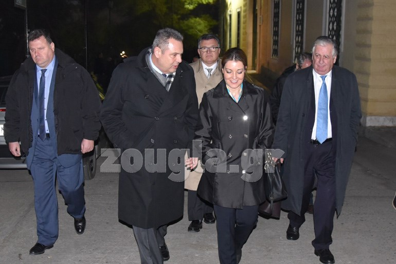 Ο Πάνος Καμμένος και η σύζυγός του εξερχόμενοι από το δικαστήριο