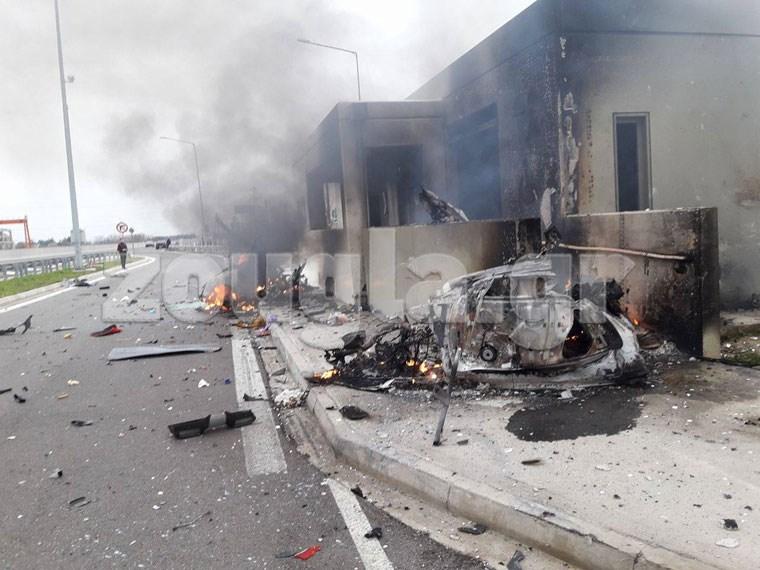 Η φωτιά που ξέσπασε κατά τη σύγκρουση