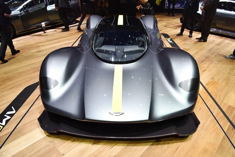 Tο δημιούργημα του... παντρέματος Aston Martin - Red Bull. Εφοδιάζεται με κινητήρα 6.5 λίτρων V12 και θα παραχθεί σε 300 μονάδες. Οι τιμές της θα κυμαίνονται κοντά στα 3 εκατομμύρια ευρώ.