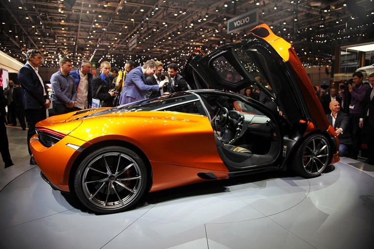 H νέα McLaren εφοδιάζεται με κινητήρα 4.0 λίτρων ο οποίος αποδίδει 710 ίππους και έχει κίνηση στους... πίσω τροχούς!