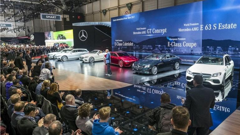 Ο επικεφαλής της Mercedes μπροστά από την GT concept και την σειρά της Ε-Class