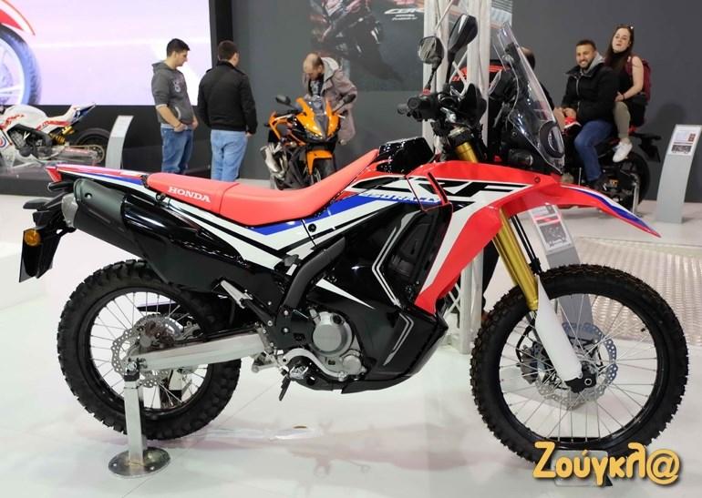 Rally και να το γράφει, το CRF 250 Rally της Honda είναι μια πολυχρηστική μοτοσυκλέτα που απευθύνεται σε αναβάτες κάθε ηλικίας