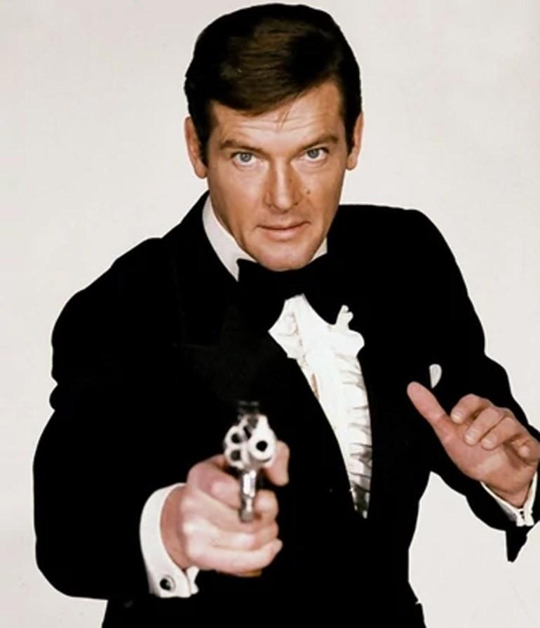 Ο Ρότζερ Μουρ στον ρόλο του πράκτορα 007