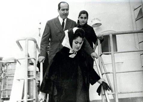 Με τη σύζυγο του, Μαρίκα και την κόρη του Ντόρα σε πλοίο
