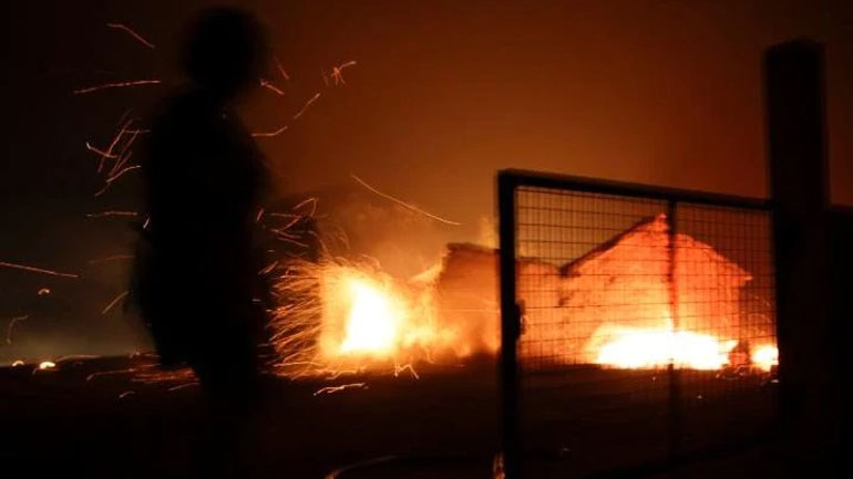 Σπίτια κάηκαν ολοσχερώς από την πύρινη λαίλαπα