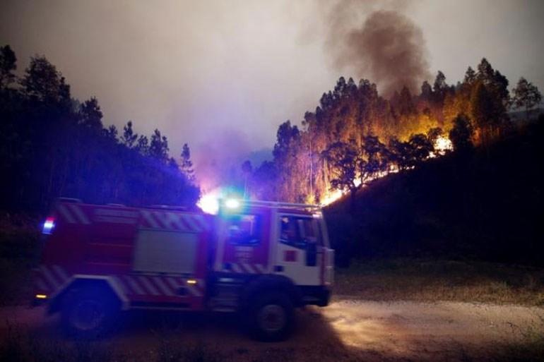 Επιχείρηση της πυροσβεστικής να θέσει υπό έλεγχο πυρκαγιά σε δάσος κοντά στην περιοχή Bouca της Κεντρικής Πορτογαλίας