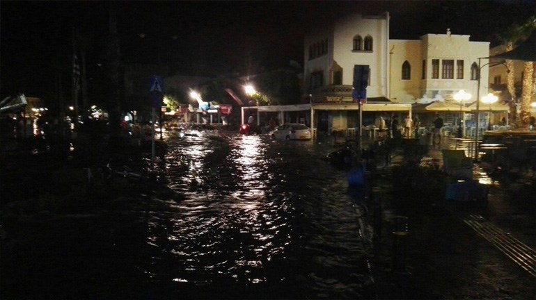 image Οι πρώτες εικόνες από τις καταστροφές του φονικού σεισμό στα Δωδεκάνησα [εικόνες & βίντεο]