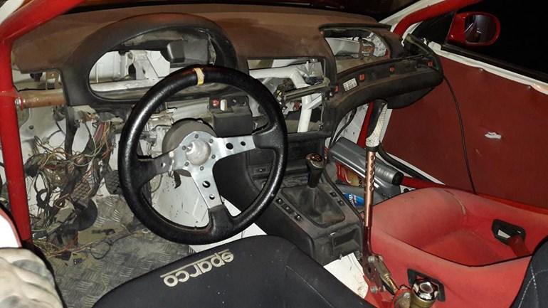 Οι δράστες είχαν αρχίσει να ξηλώνουν το αυτοκίνητο για να το πουλήσουν ως ανταλλακτικά