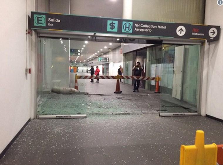 Έσπασαν τζαμαρίες στο αεροδρόμιο του Μεξικού