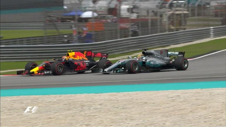Ο Verstappen προσπερνά τον Hamilton στον 5ο γύρο, περνά στην 1η θέση και σε αυτή παρέμεινε μέχρι το πέσιμο της καρό σημαίας