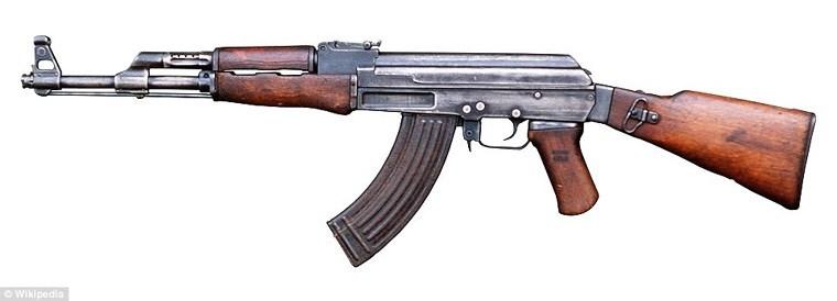 Δύο από τα όπλα που βρέθηκαν στην κατοχή του
