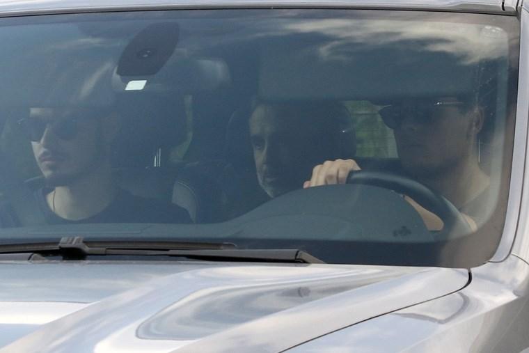 Εντός του αυτοκινήτου ο Μ. Λεμπιδάκης, λίγο μετά την επιχείρηση απελευθέρωσής του