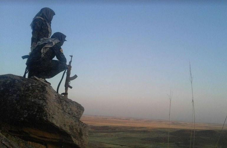 Οι διεθνείς εθελοντές και οι Κούρδοι που μάχονται στη Ροτζάβα οραματίζονται τη δημιουργία ενός προπυργίου με ένα διαφορετικό πολιτικό και κοινωνικό μοντέλο