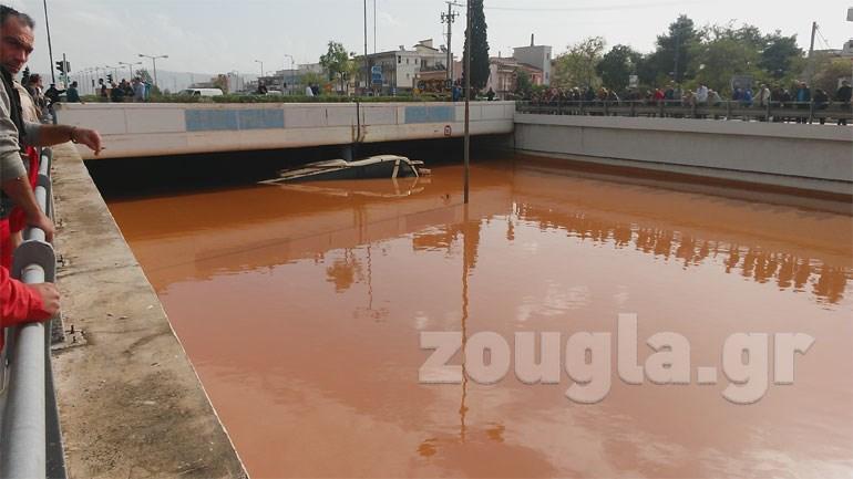 «Πνίγηκε» λεωφορείο στην Εθνική Οδό Αθηνών - Κορίνθου