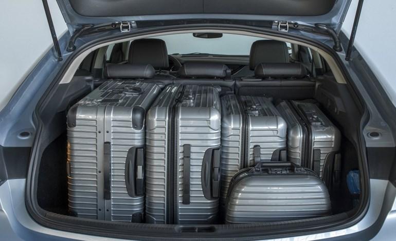 Το πορτμπαγκάζ είναι τόσο μεγάλο και πρακτικό που δεν θα αγχωθείς πάλι για τις βαλίτσες της γυναίκας σου
