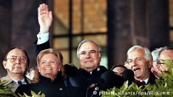 «Ο Χέλμουτ Κολ πέτυχε την ένωση της Γερμανίας χωρίς να καταβάλει το τίμημα που προέβλεπε η ρύθμιση του ζητήματος των επανορθώσεων»
