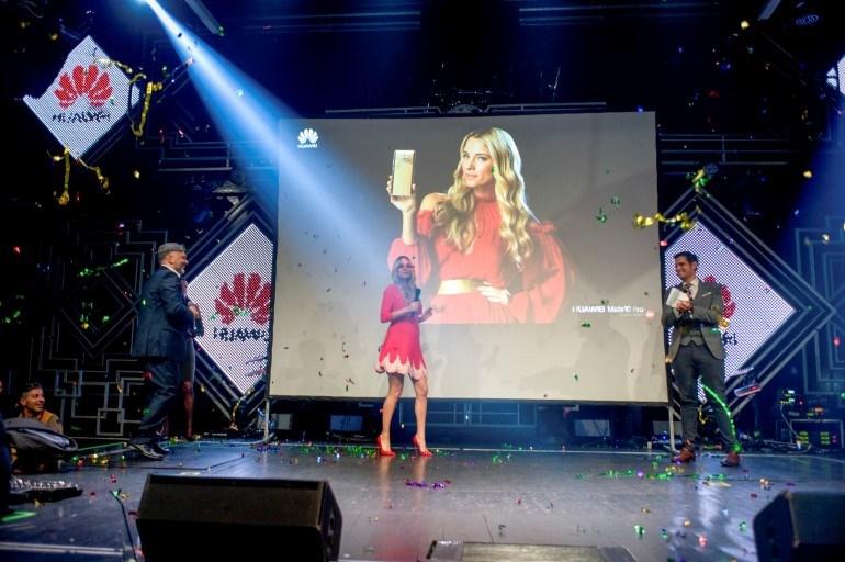 Η εμφάνιση της Δούκισσας Νομικού, brand ambassador της σειράς Mate της Huawei.