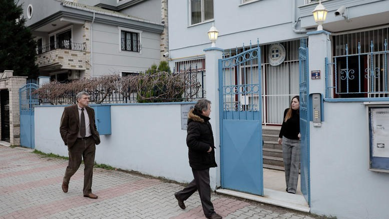 Οι γονείς των δύο στρατιωτικών στο προξενείο της Ελλάδoς στην Αδριανούπολη