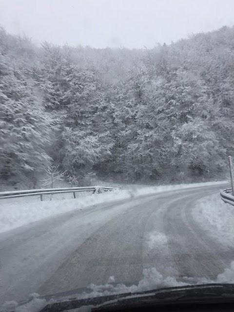 Στα ορεινά της Ηπείρου... χιονίζει ακόμα! Image