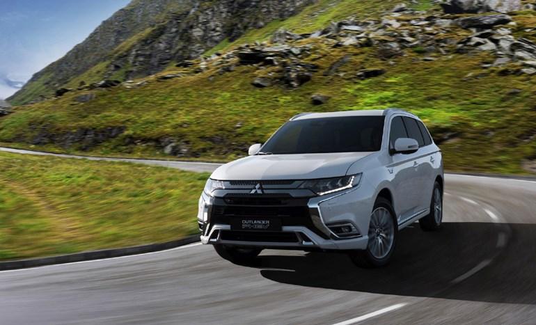 To νέο Mitsubishi Outlander PHEV είναι ένα όχημα που συνδυάζει βενζινοκινητήρα και ηλεκτροκινητήρα προσφέροντας καλύτερες επιδόσεις και οικονομία...