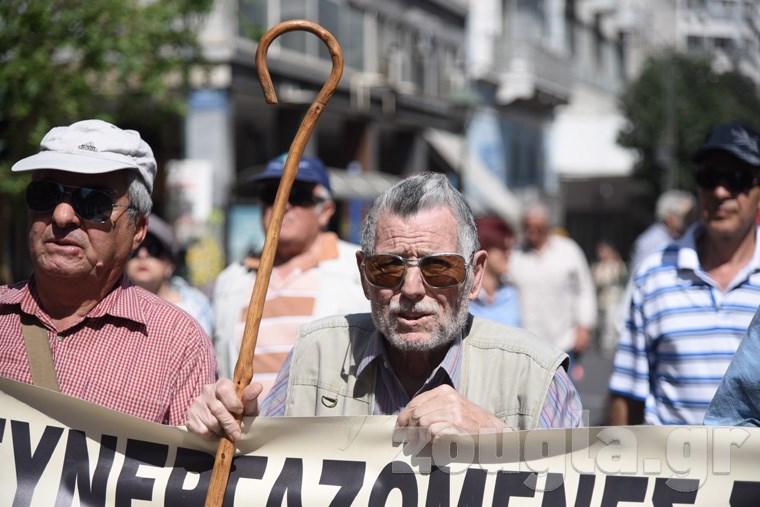 Έξω από το Υπουργείο Εργασίας οι συνταξιούχοι Image